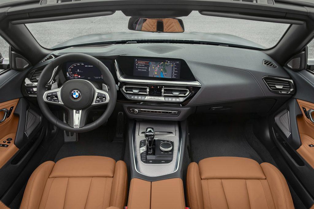 Новый BMW Z4, передняя панель