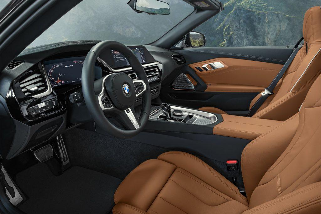 BMW Z4 2019, сиденья