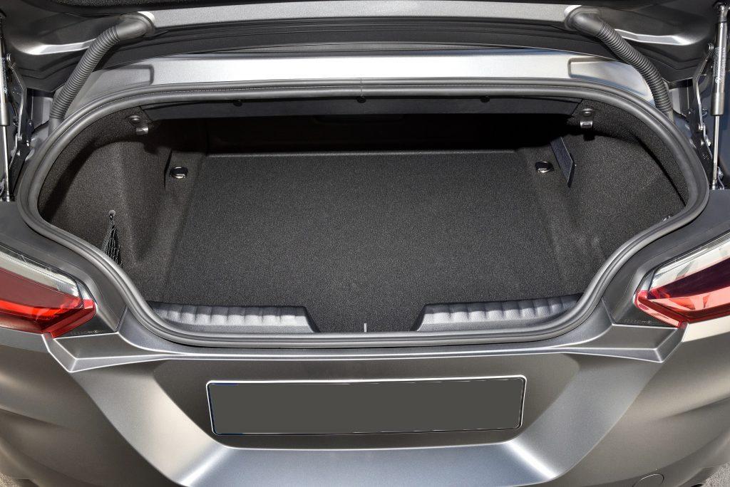 BMW Z4 2019, багажник