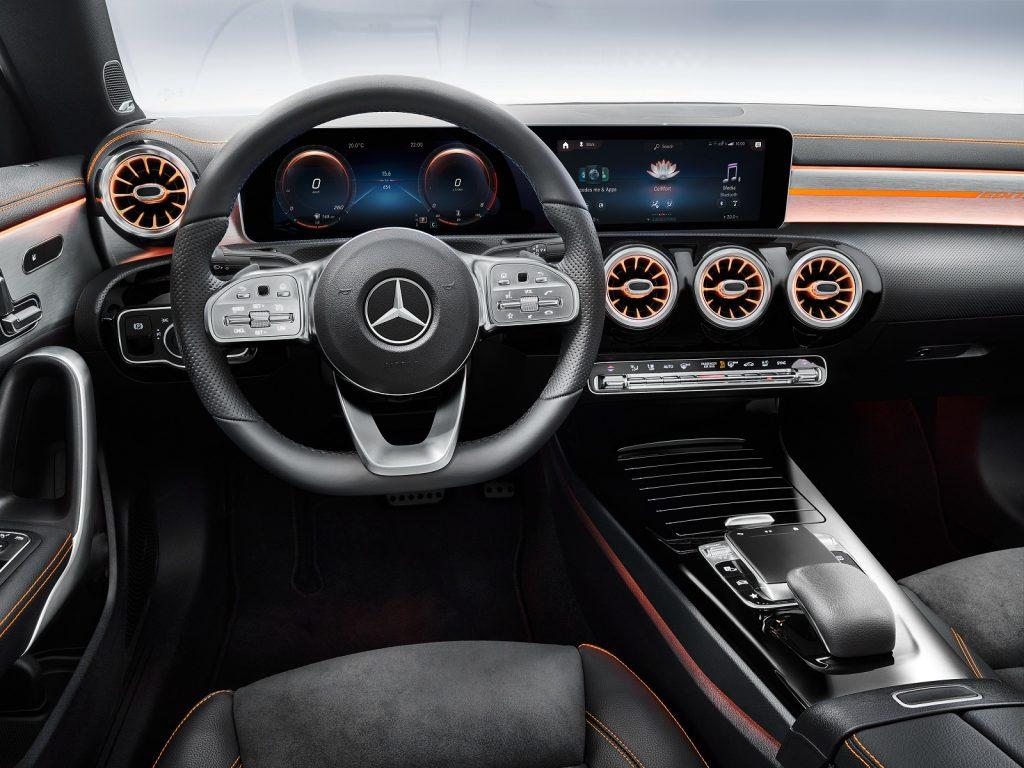 Mercedes-Benz CLA, передняя панель