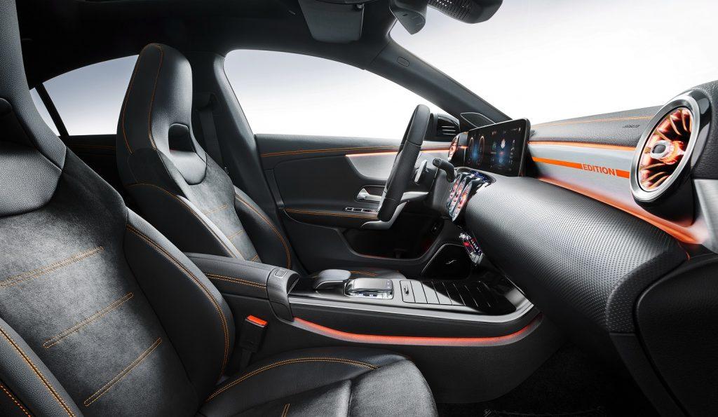 Новый Mercedes-Benz CLA, передние сиденья