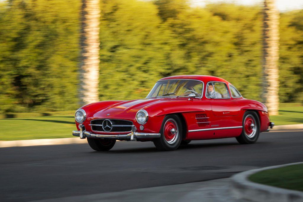 Автомобиль развивал скорость до 260 км/ч