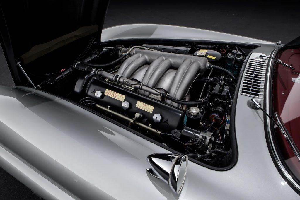 Благодаря непосредственному впрыску топлива мощность 3,0-литровой «шестерки составила 215 л. с.
