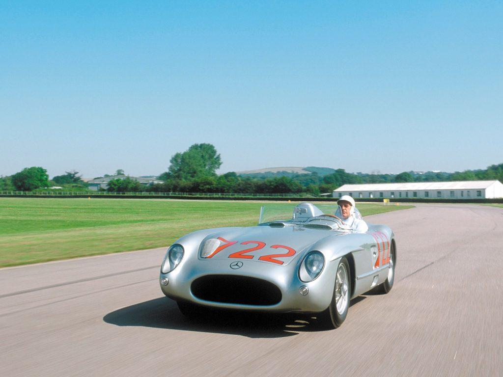 Гоночный Mercedes-Benz 300 SLR помог Стирлингу Моссу выиграть престижную гонку Mille Miglia
