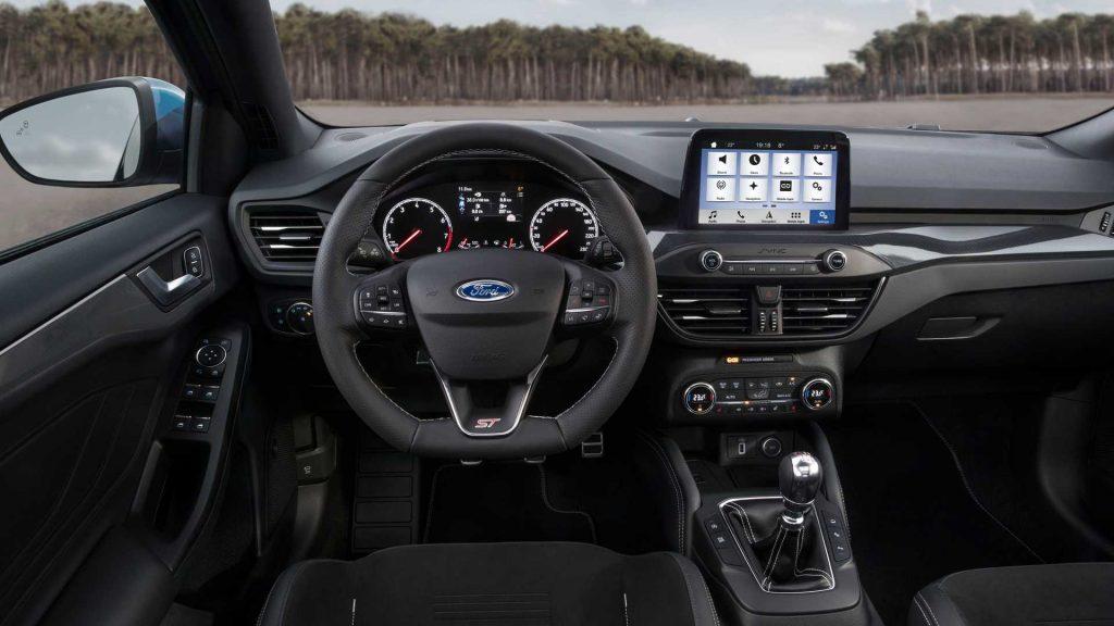 Новый Ford Focus ST, передняя панель