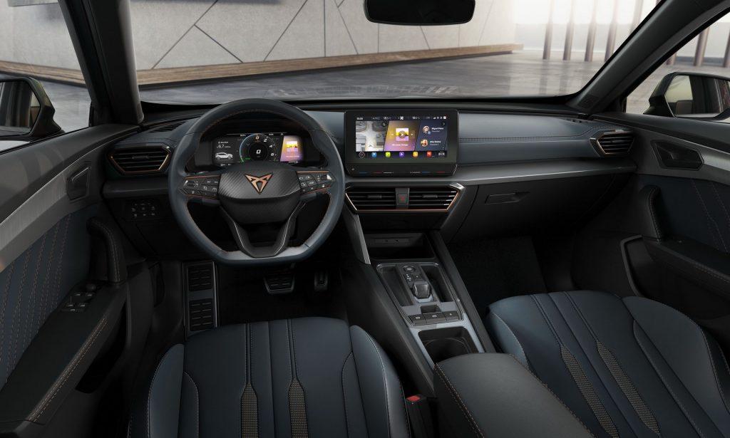 Seat Cupra Formentor, передняя панель