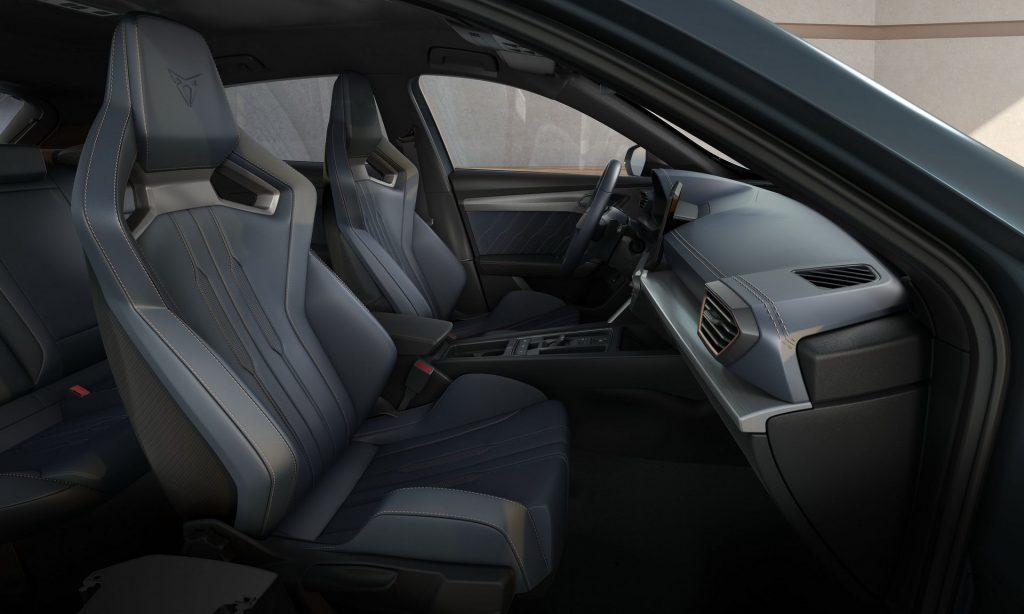 Новый Seat Cupra Formentor, передние сиденья