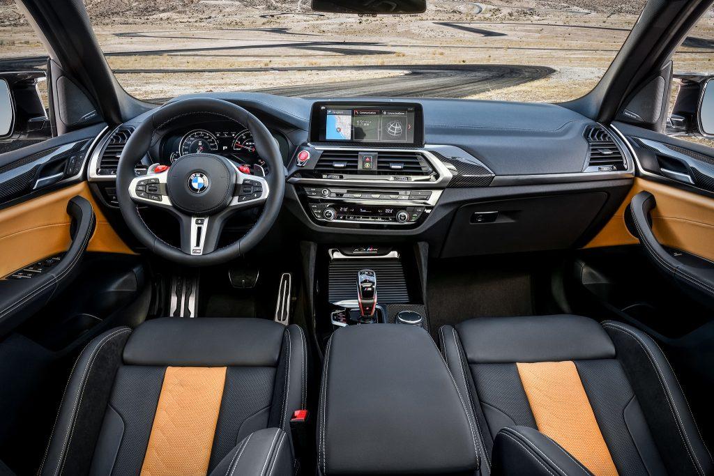 BMW X3 M 2019, передняя панель