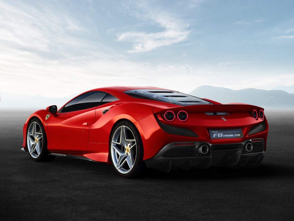 Новый Ferrari F8 Tributo, вид сзади