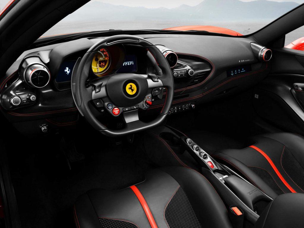 Ferrari F8 Tributo, салон
