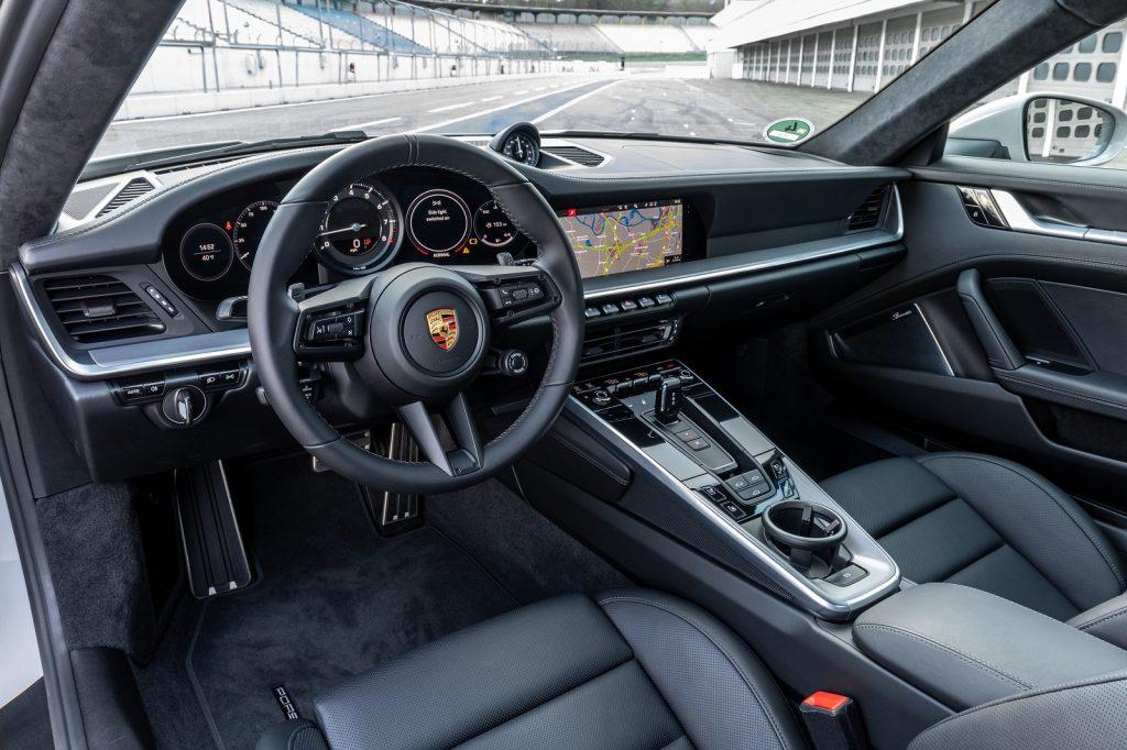 Новый Porsche 911, переденяя панель