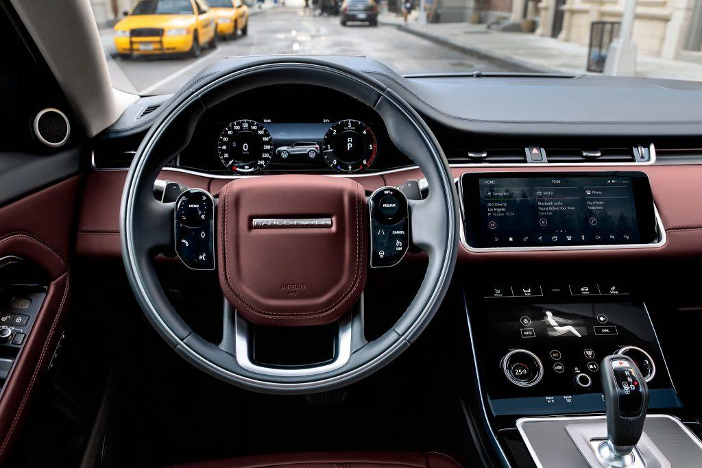 Новый Range Rover Evoque, передняя панель