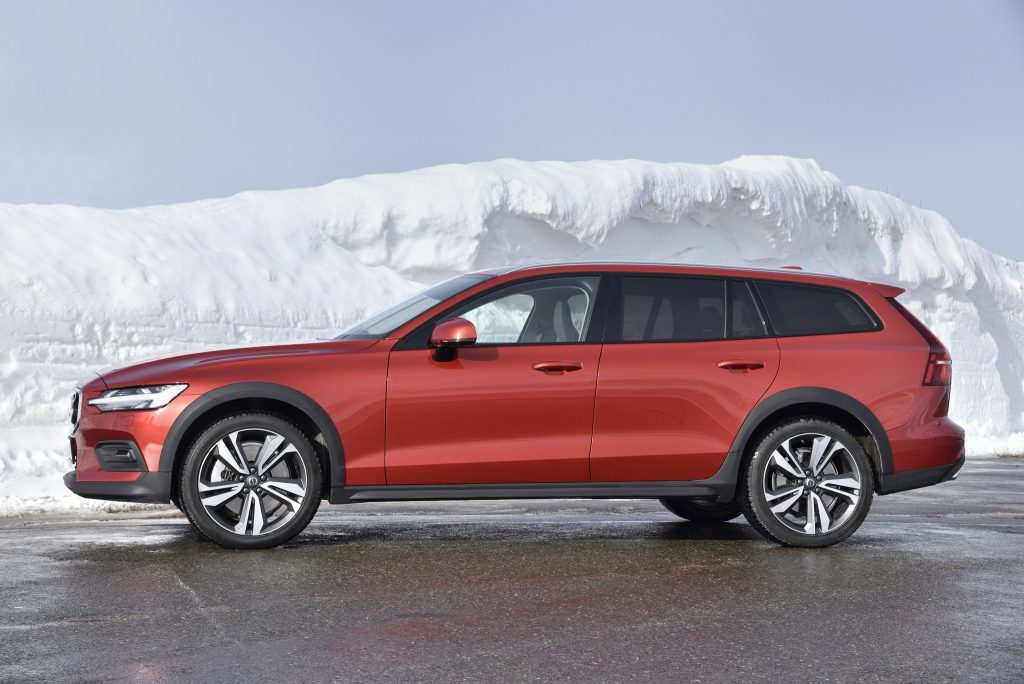 Новый Volvo V60 Cross Country, виб сбоку