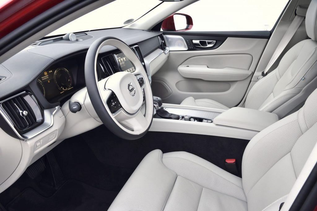 Новый Volvo V60 Cross Country, передние сиденья