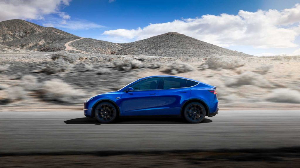 Tesla Model Y 2020, вид сбоку