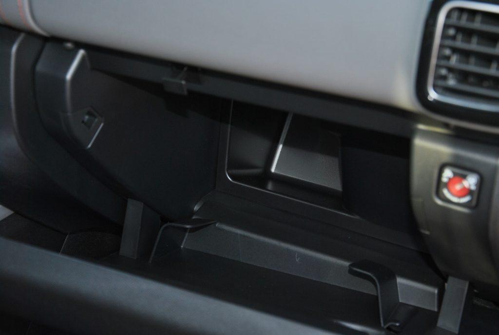 Новый Citroen C5 Aircross, перчаточный ящик