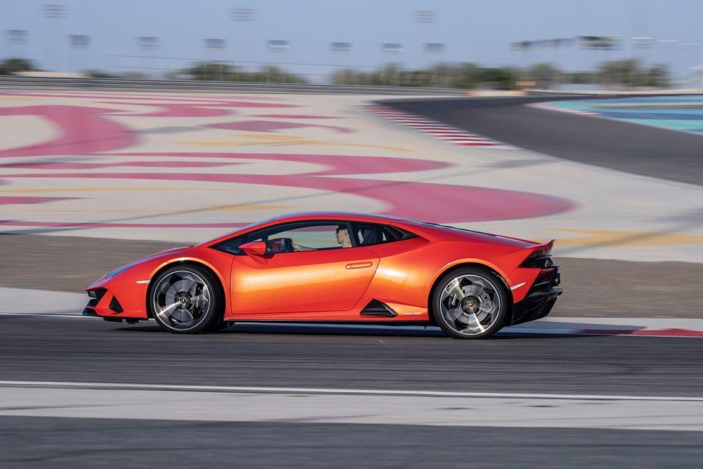 Lamborghini Huracan Evo 2019, вид сбоку
