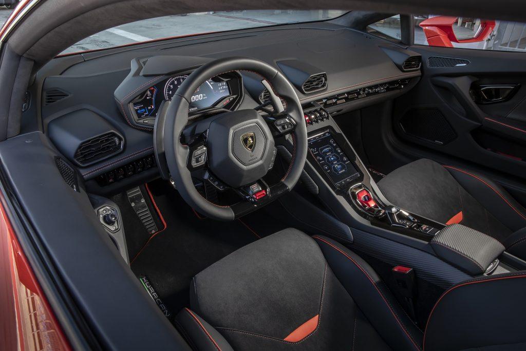 Новый Lamborghini Huracan Evo, передняя панель