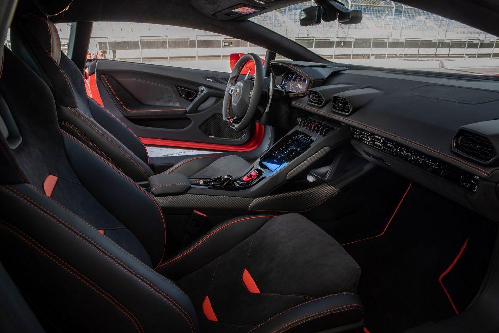 Lamborghini Huracan Evo, сиденья