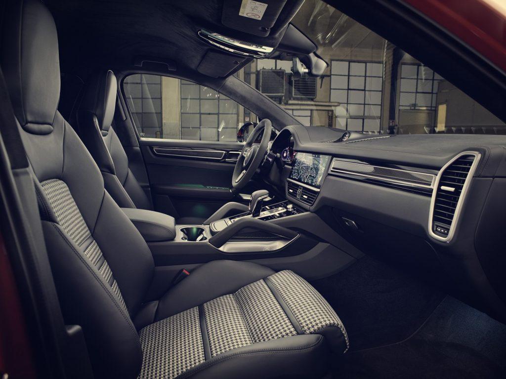 Porsche Cayenne Coupe, передние сиденья