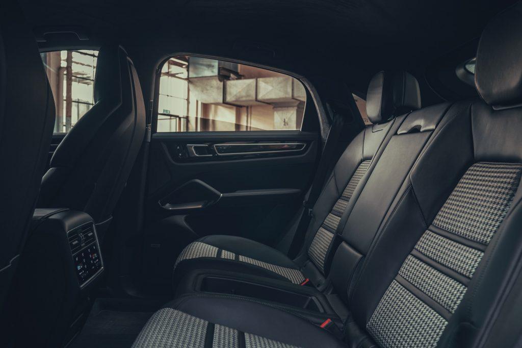 Porsche Cayenne Coupe, задние сиденья