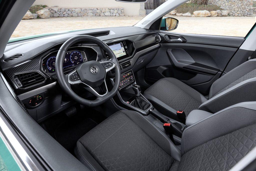 Новый Volkswagen T-Cross, передняя панель