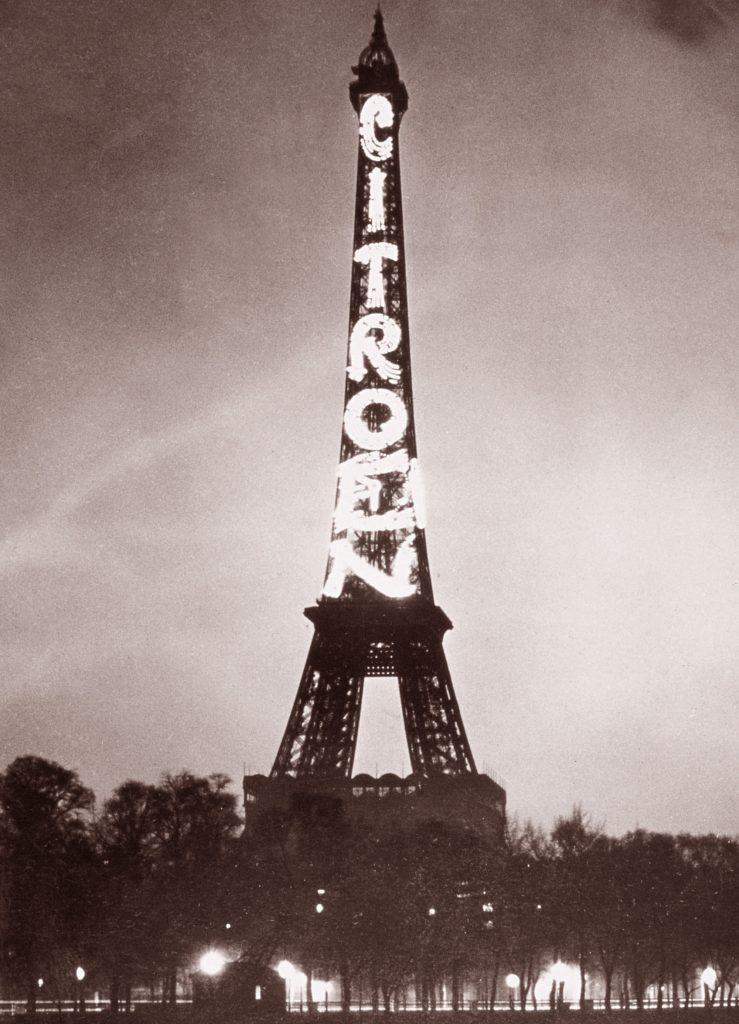Эйфелева башня с рекламой Citroen