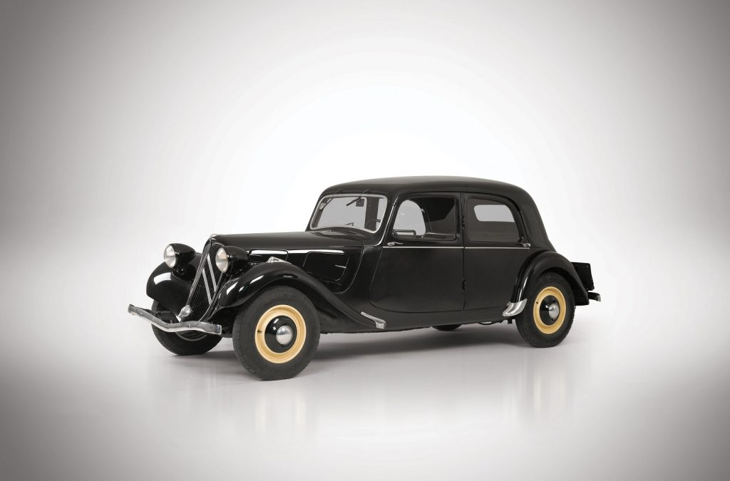Citroen Traction Avant - первый массовый переднеприводной автомобиль