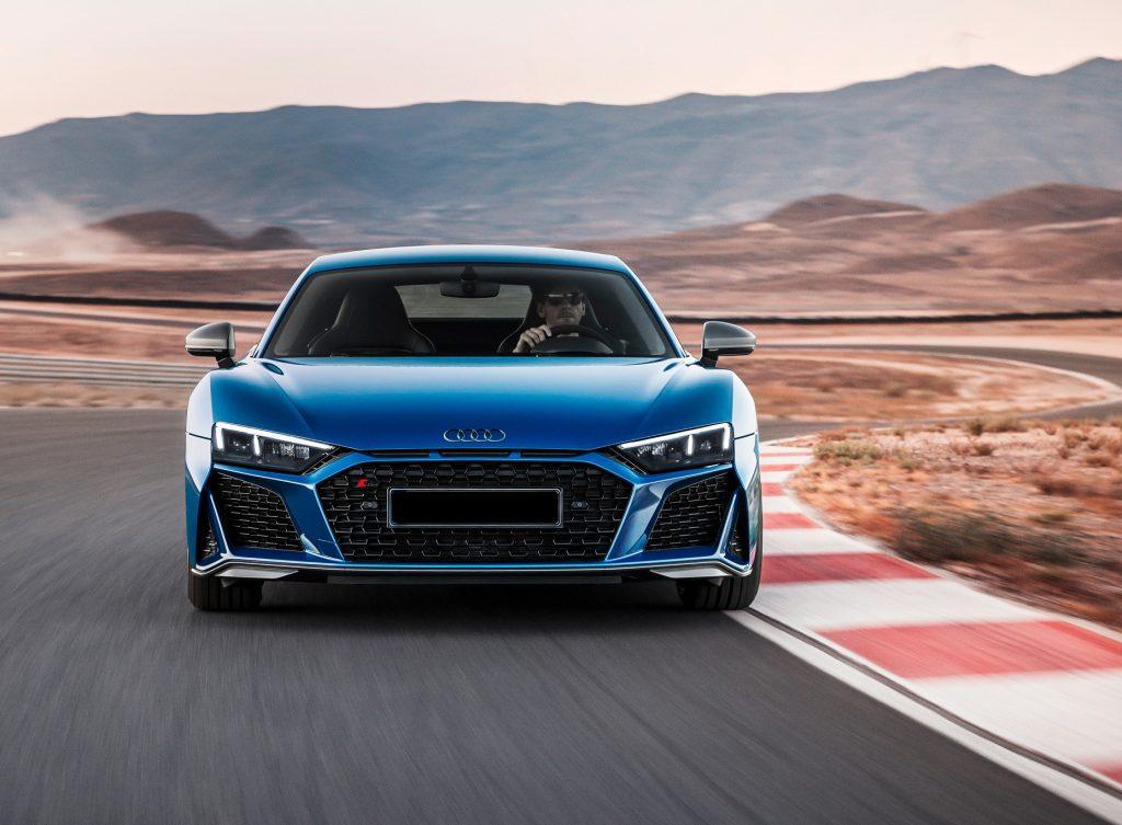 Audi R8 2019, вид спереди
