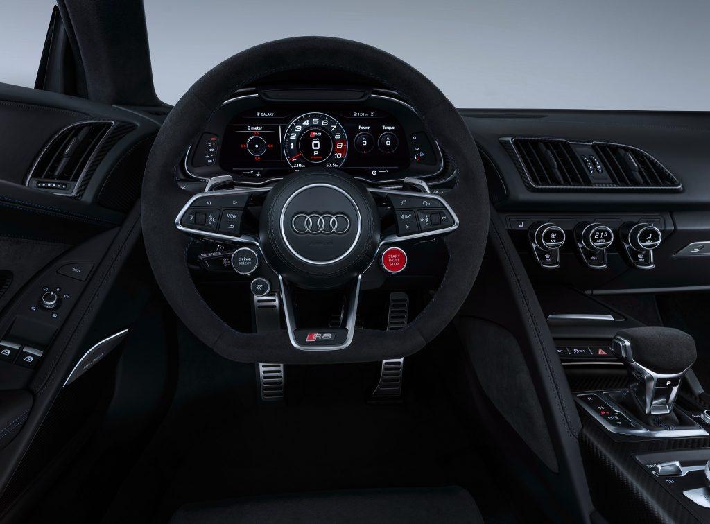 Audi R8 2019, передняя панель