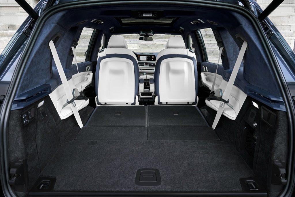 Новый BMW X7, багажник