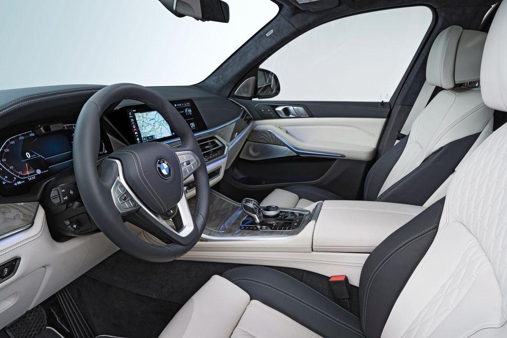 Новый BMW X7, передние сиденья