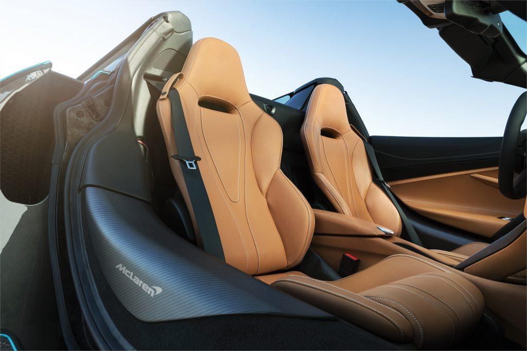 McLaren 720S Spider, сиденья