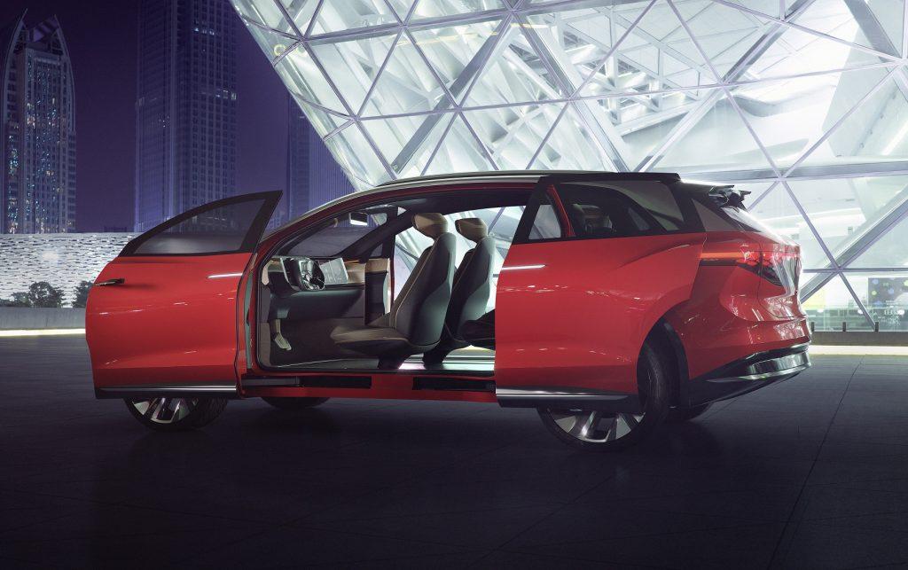 Электромобиль Volkswagen I.D. Roomz, сдвижные двери