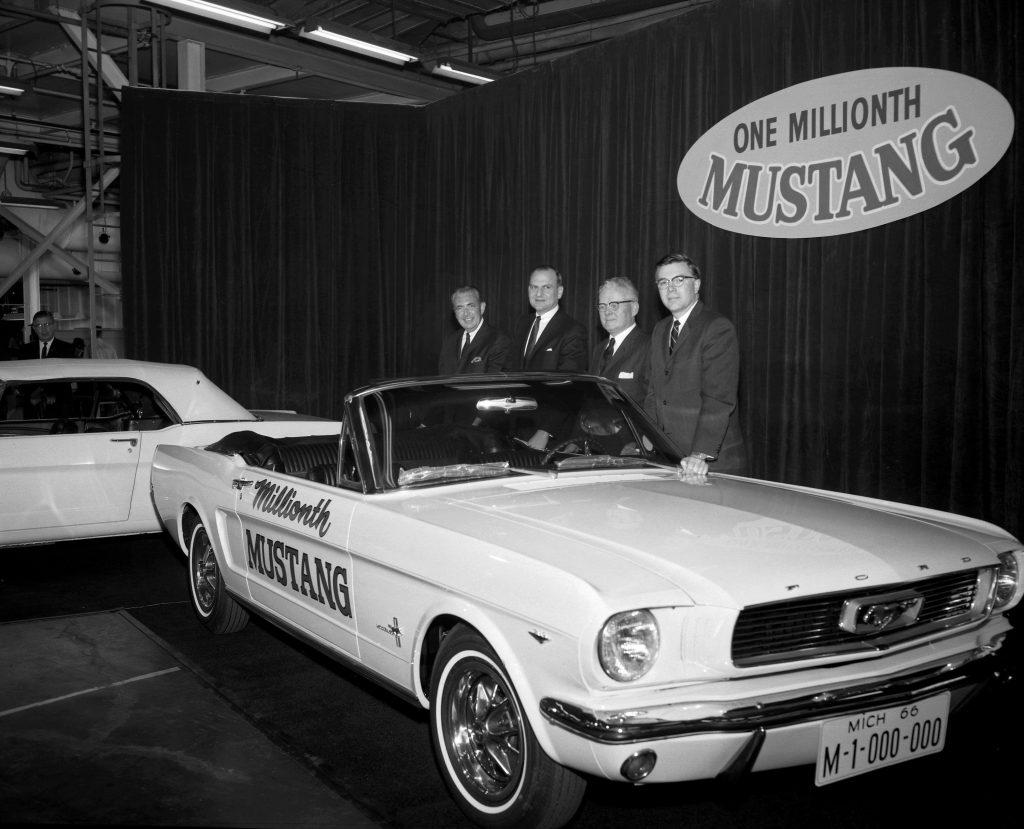 Ли Яккока представляет миллионный Mustang, 1966 год