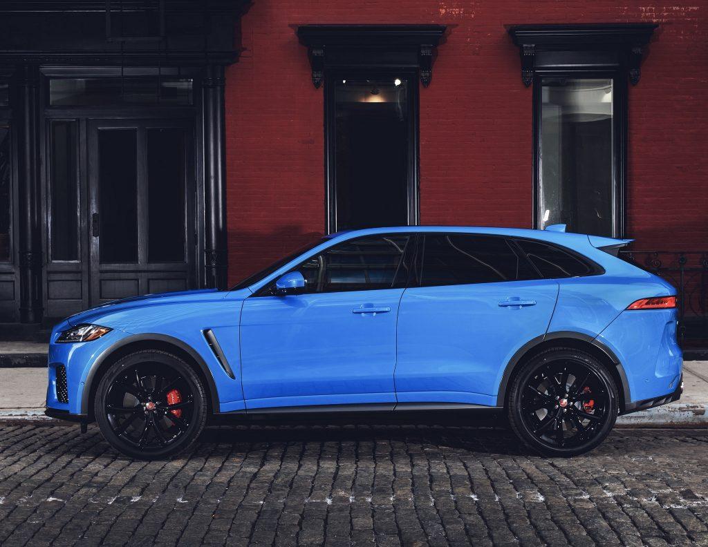 Jaguar F-Pace SVR 2019, вид сбоку
