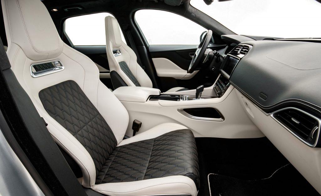 Jaguar F-Pace SVR, передние сиденья