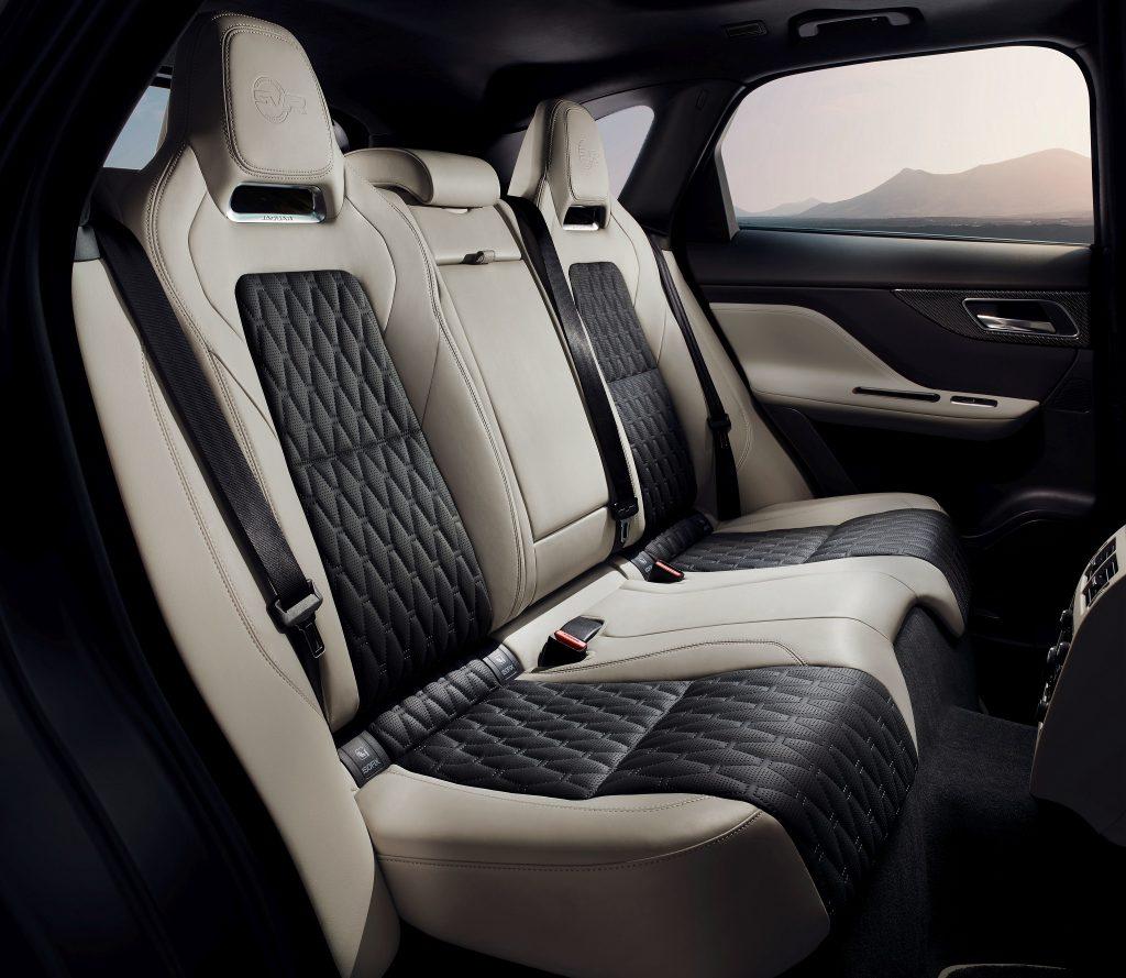 Jaguar F-Pace SVR, задние сиденья