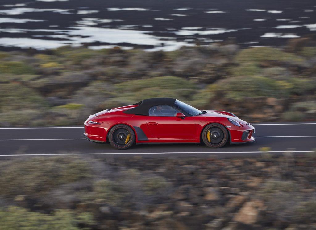 Новый Porsche 911 Speedster, вид сбоку