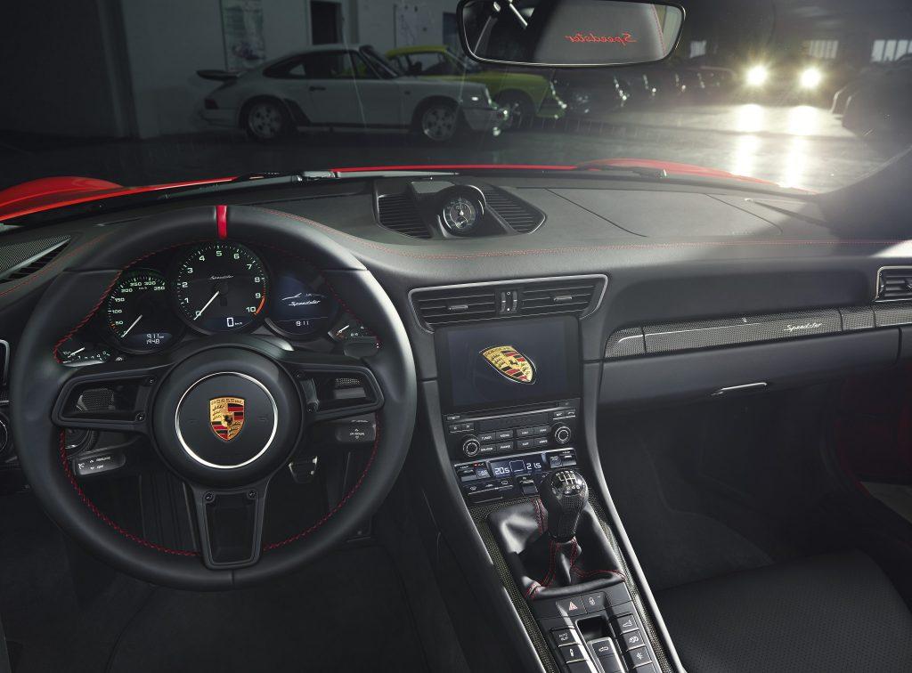 Porsche 911 Speedster 2019, передняя панель