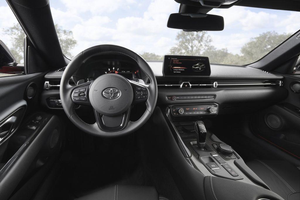 Новая Toyota Supra, передняя панель