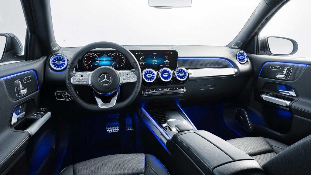 Новый Mercedes-Benz GLB, передняя панель