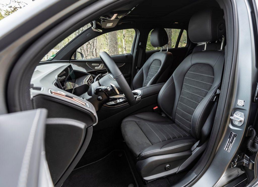 Новый Mercedes-Benz EQC, передние сиденья