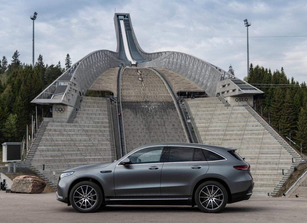 Mercedes-Benz EQC 2019, вид сбоку