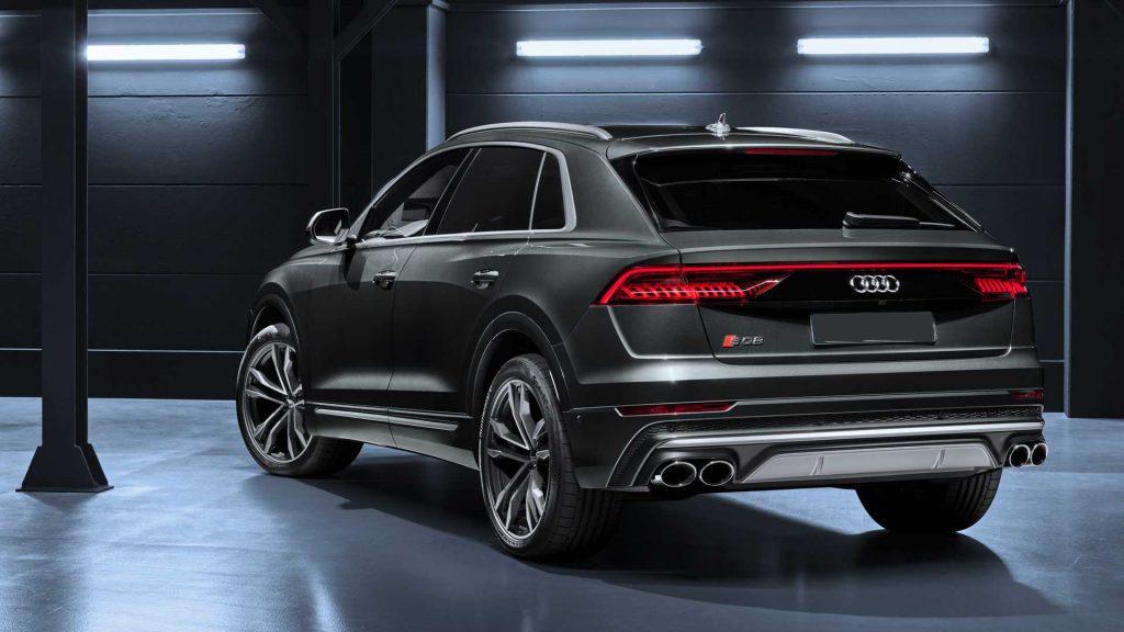Новый Audi SQ8, вид сзади