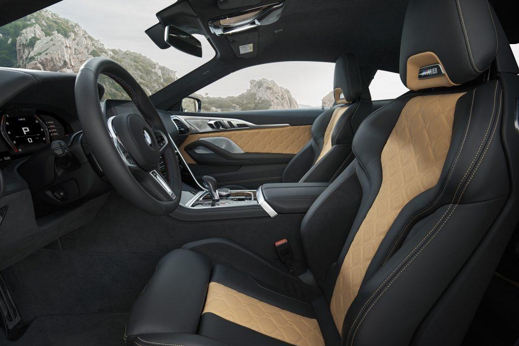 BMW M8, передние сиденья
