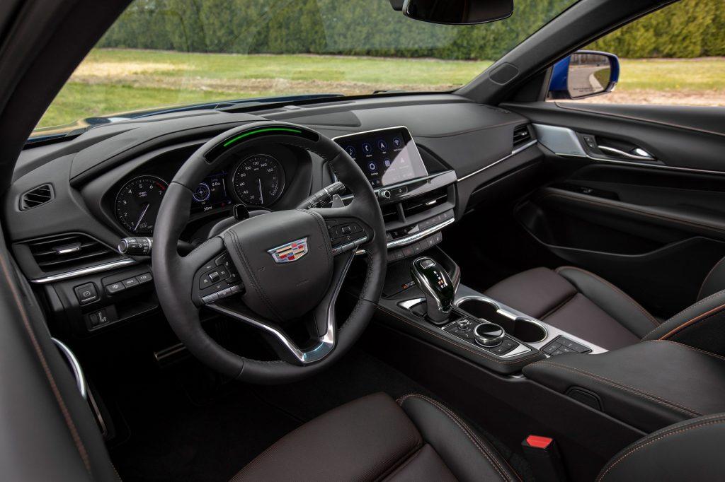 Новый Cadillac CT4, передняя панель