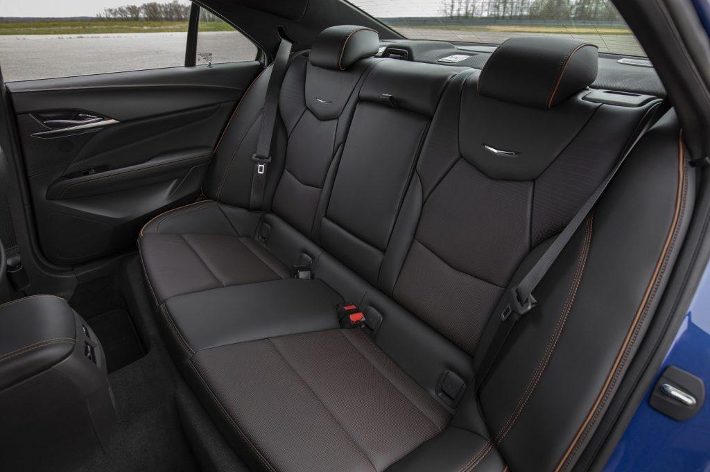 Cadillac CT4 2019, задние сиденья