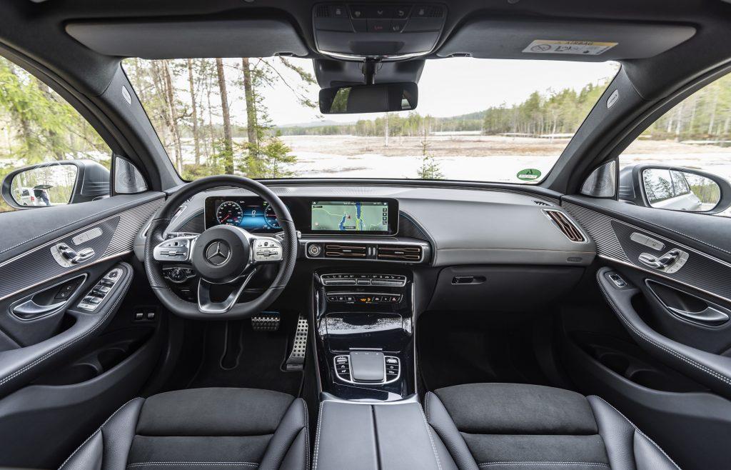 Новый Mercedes-Benz EQC, передняя панель