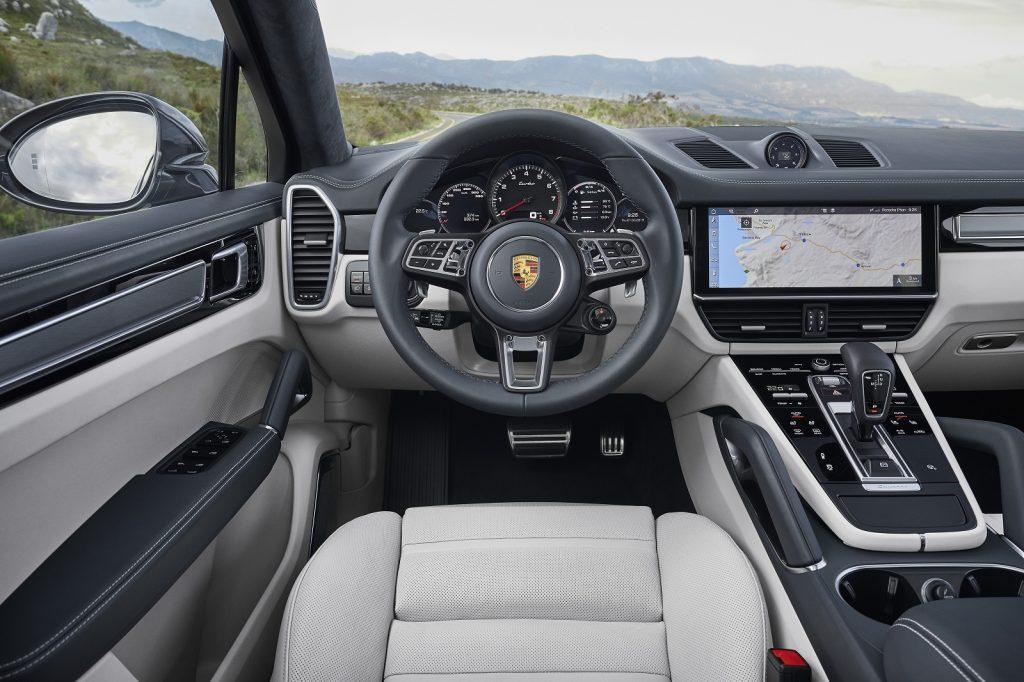 Porsche Cayenne Coupe 2019, передняя панель